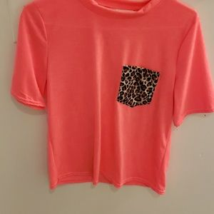 Pink short sleeve top with leopard pocket